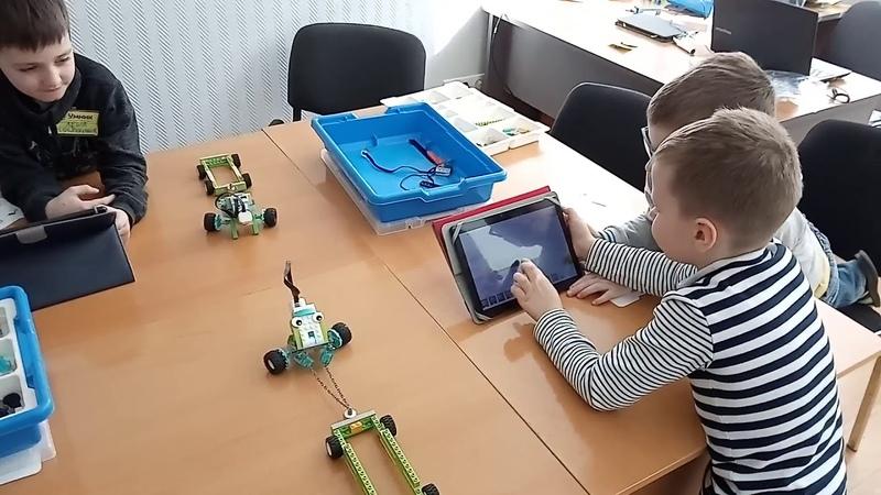 Детский центр робототехники Умник Битва роботов тягачей часть 1 и 2