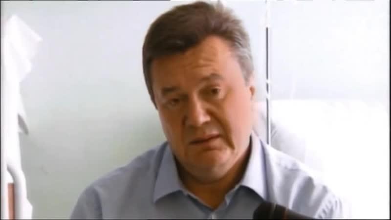 Янукович упал от удара яйца.