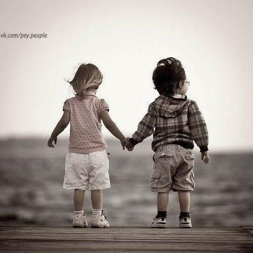 Сначала мы спешим во взрослую жизнь, а потом мечтаем вернуться в детство…