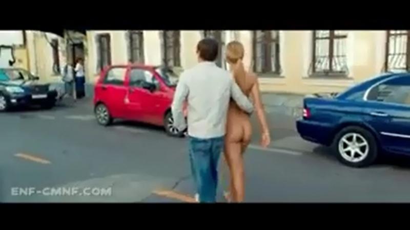 CMNF, попалась голой – голая девушка помогает ограбить банк невидимой