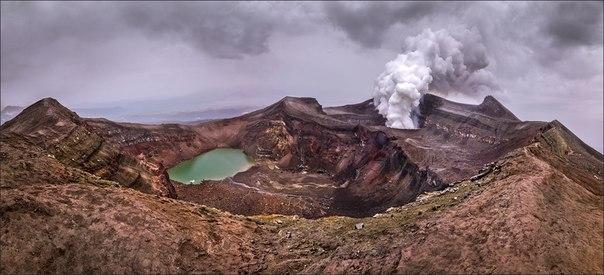 Владимир Войчук, автор фото: «Вулкан Горелый образовался в результате извержения примерно 40 тысяч лет назад. Тогда человек только начинал осваивать наскальную живопись в своей пещере, а нашу планету населяли несуществующие в современном мире животные».