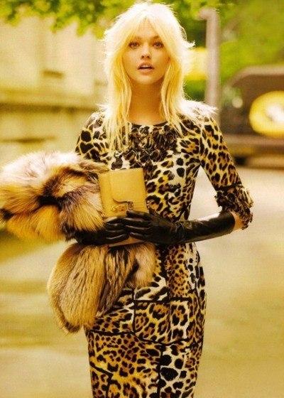фото блондинок в кофте в сеточку