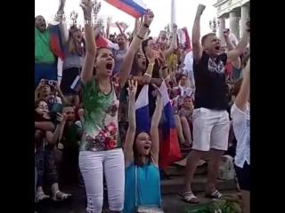 В России празднуют победу сборной России в 1/8 финала ЧМ