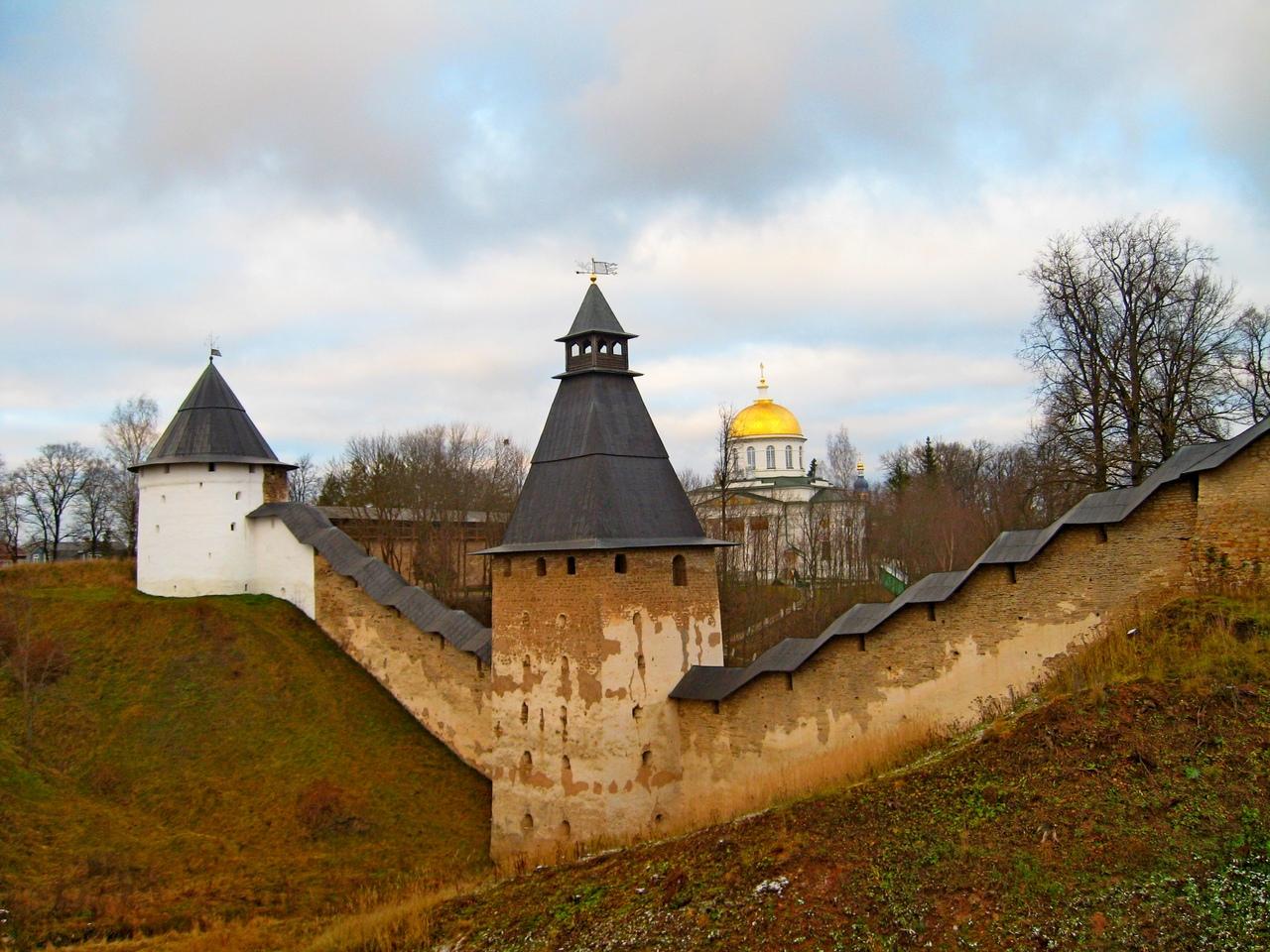 Псково-Печорский монастырь. Подземная прогулка. И осмотр могучих стен древнерусской крепости