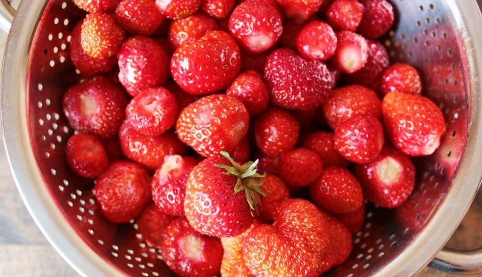 Как заморозить клубнику с сахаром: секреты и советы