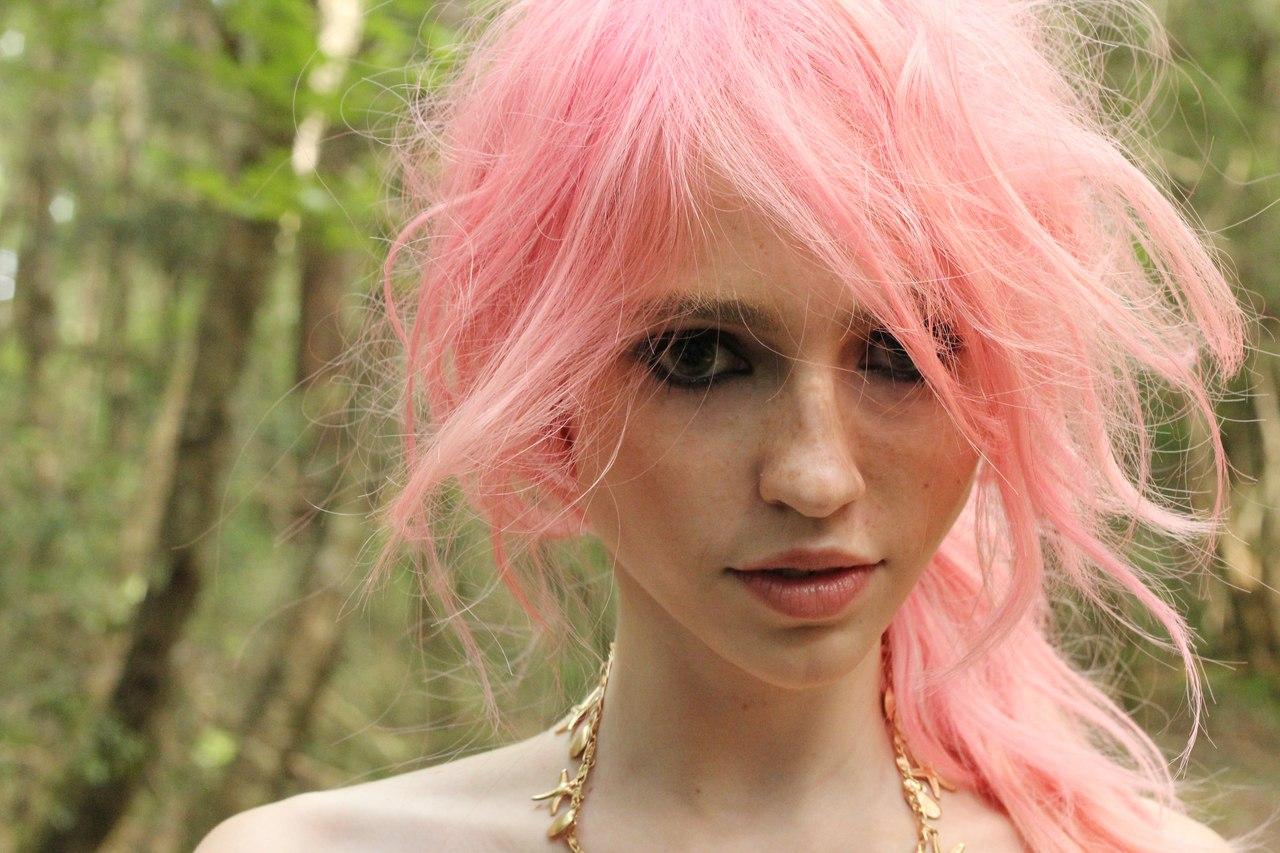 Дымчато-розовый цвет волос фото