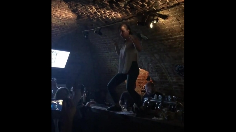 Танцы на барной стойке в Даун Хаус Бар на Китай Городе