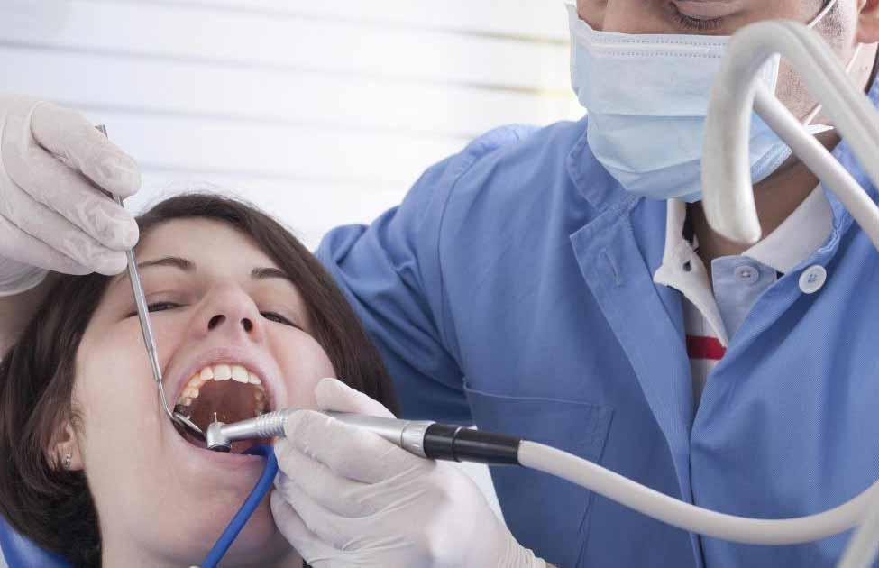 Одним из самых маленьких инструментов, приводимых в движение воздухом, является зубная дрель.