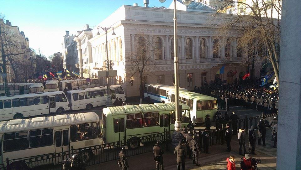 блокада здания ВР беркутом