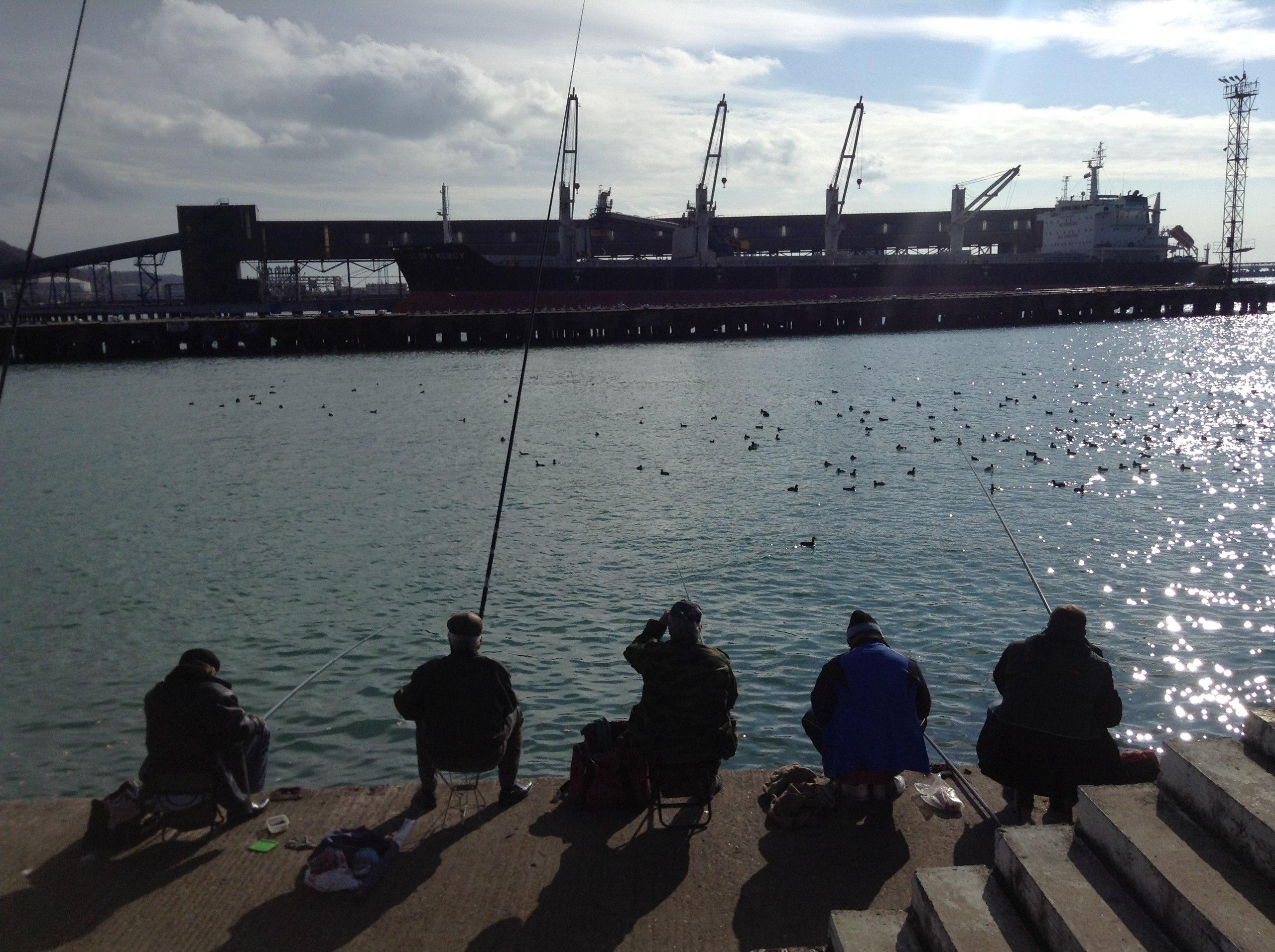 Рыбаки в Туапсе