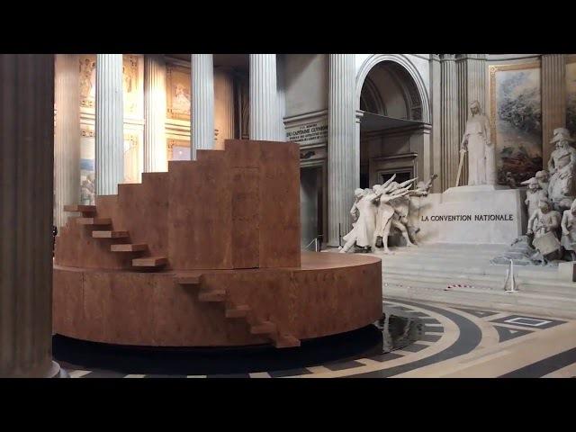 Необычный перфоманс «Механика истории» Иоана Буржуа