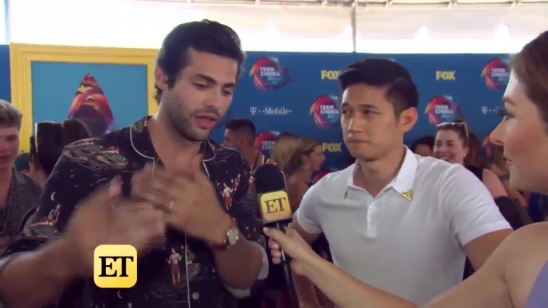 At TeenChoice Awards, @MatthewDaddario, @HarryShumJr and the rest of the Shadowhunters cast spoke to @etnow about whats ahe