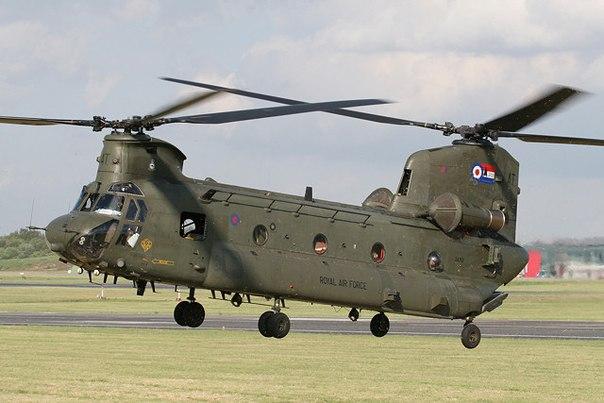 вертолёт, имеющий четыре