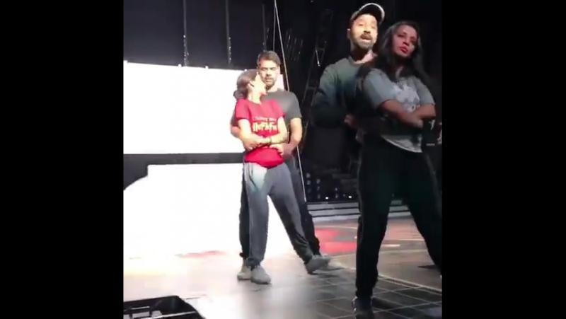 Шаббир Ахлувалиа и Срити Джа (репетиция танца)