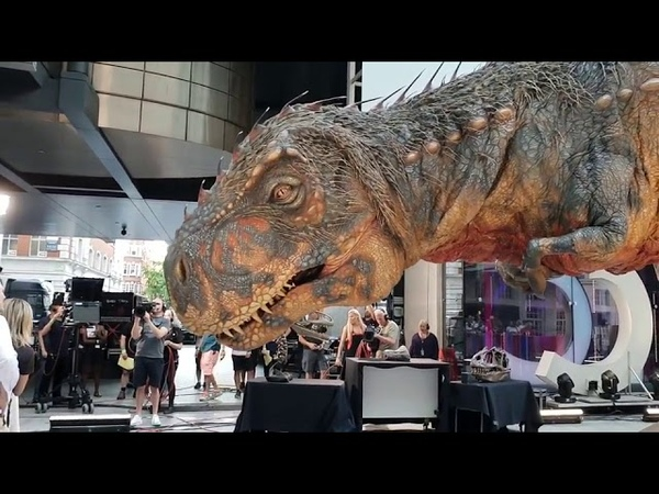 This is too realistic ! Huge T-Rex movable model arrive at London!