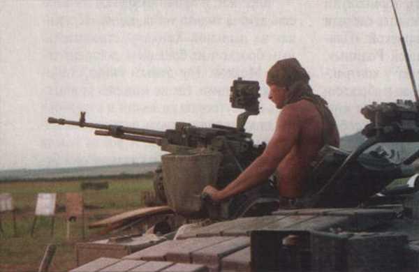 Контрактник — командир танка Т-80 в боевом охранении. Отдельный танковый батальон Тверской отдельной мотострелковой бригады. Август 1995 г.