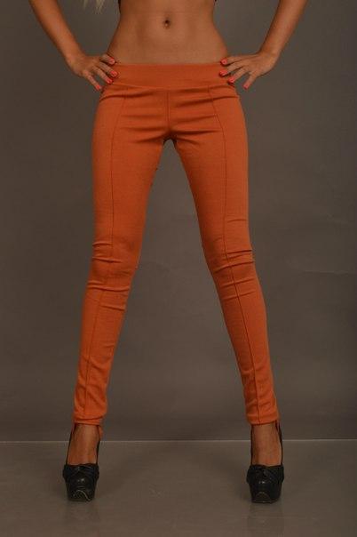 рыжие брюки женские с чем носить