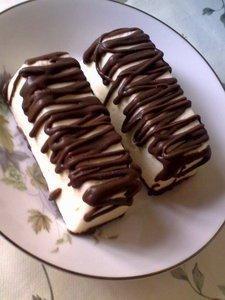 домашний глазированный сырок любимый детьми десерт, очень вкусный, намного лучше чем магазинный. для приготовления берём: молочный или чёрный шоколад грамм 250 сливочное масло 50 грамм (натёртое