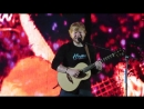 Тур Эд Ширан исполняет песню Bloodstream на стадионе Ford Field Детройт США 8 сентября 2018