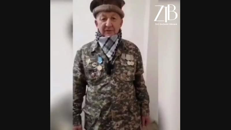 Стоящий 29 лет в очереди на жилье ветеран-афганец снял свою медаль.