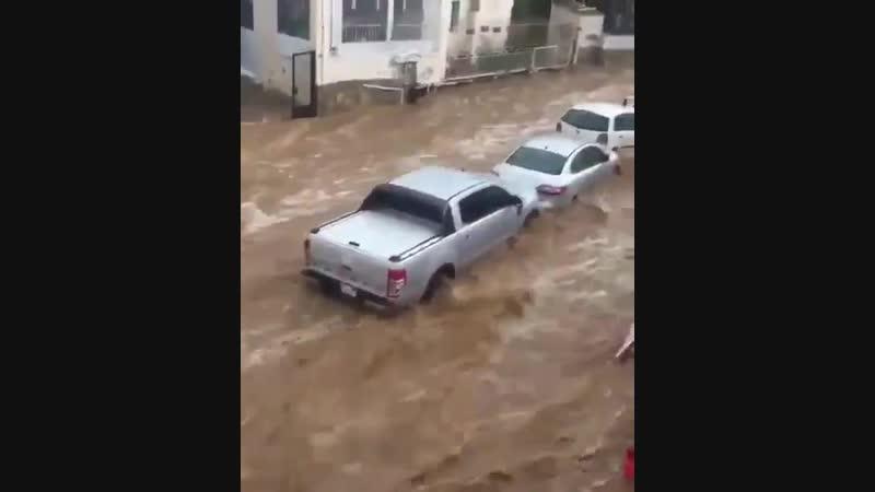 Bodrumda şiddetli yağış, akşam saatlerinde sel felaketine dönüştü. - - bodrum sel yağmur