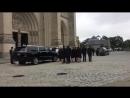 Труну з тілом Джона Маккейна занесли в Національний собор у Вашингтоні. Розпочалася поминальна служба.
