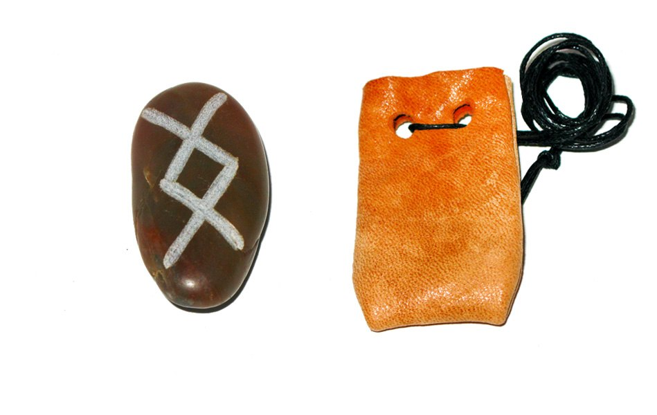 Рунические амулеты, талисманы ( камень ) с магическими программами.  S8UJRerFk9Q