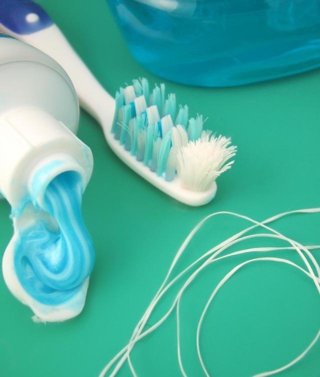 Поддержание надлежащей гигиены полости рта может помочь избежать боли в зубах.