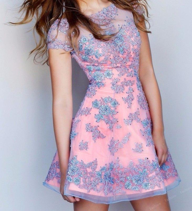Легкое узорное платье