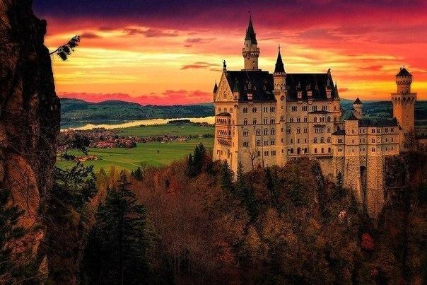 Замок Нойшванштайн на закате, Германия
