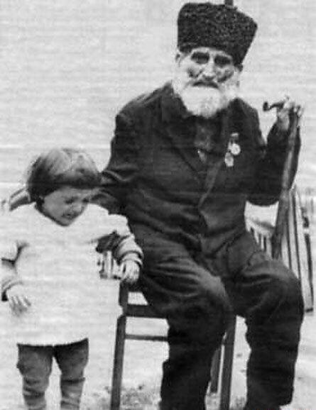 Ширали Муслимов  который прожил 168 лет.