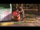 Бочка с пластиковыми крышками в Городском парке