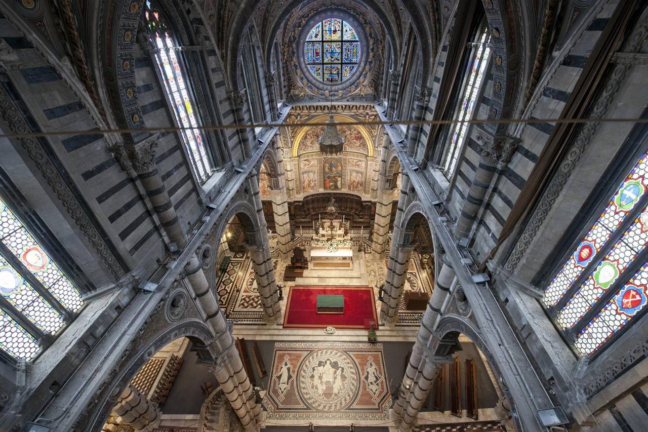 w5P-WgW5VBk Сиена. Собор Санта-Мария-Ассунта (Duomo, Cathedral Santa Maria Assunta)