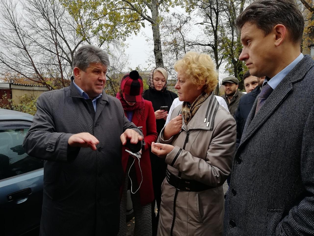 В Курске проинспектировали аварийные дома и благоустройство парков