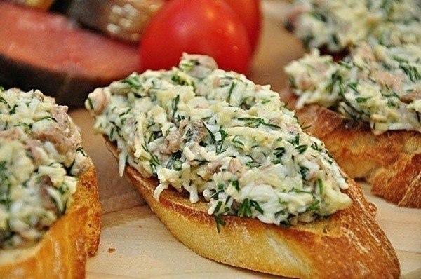 «Закусочные бутерброды с печенью трески и сыром»