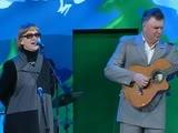 Татьяна Визбор и аккомпанирует на гитаре Дмитрий Богданов