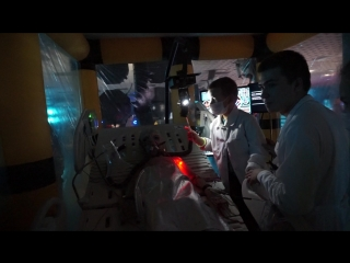 Вводят инъекцию инопланетянину - ЛЕГЕНДАРНАЯ ВЫСТАВКА ИНОПЛАНЕТЯН NOVACORP