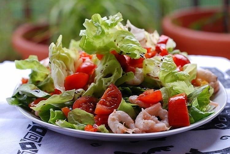 Рецепт приготовления болгарского салата с креветками 5 июня 2014 г. в 22:16.  Понадобится: 1 кг неочищенных креветок...