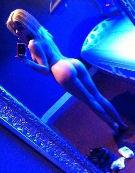 Красивые стройные блондинки глядят на вас с откровенных фотографий