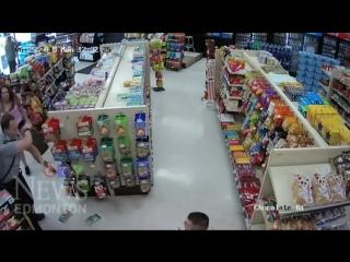 Страх и ужас в канадском магазине. Девица провалилась в ад.