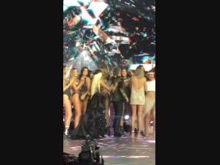 Финал показа «Victoria's Secret Fashion Show», Нью-Йорк (8 ноября 2018)