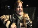 Девушка~красиво поёт и играет на гитаре!Girl sings~Kiev17.10.2011