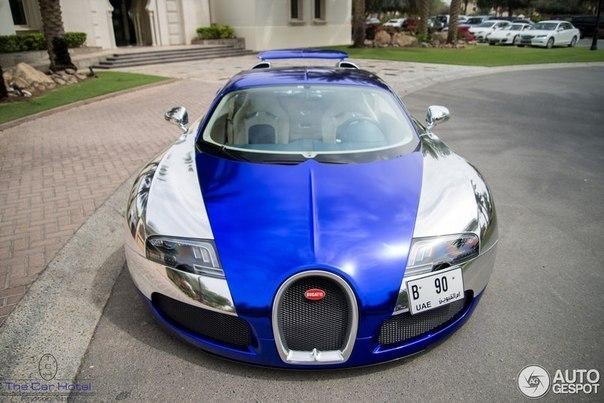 Bugatti Veyron. Интересные факты про Bugatti Veyron 1.Тормоза для Bugatti делает компания, которая делает тормоза для аэробусов. 2.У Bugatti есть собственное крыло, которые управляется автоматически датчиком скорости. Оно помогает Bugatti удерживаться на земле, потому, что авто едет быстрее, чем самолет при разгоне. Его разрабатывали совместно с аэрокосмическими конструкторами. 3.У Bugatti двойной V образный 8-цилиндровый двигатель, вместе они составляют 16-ти цилиндровый, что бы комфортно…