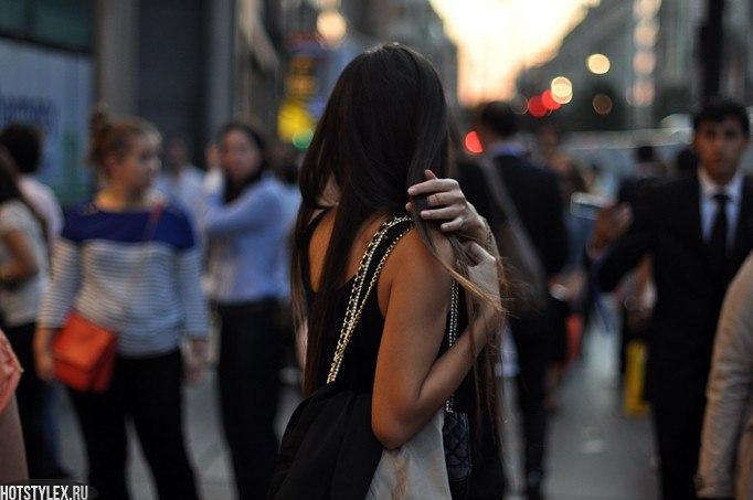 Девушки брюнетки спиной на аву