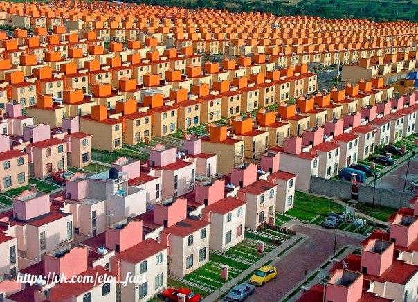 Это не видео-игра или модель Лего. Это жилой квартал в Мексике