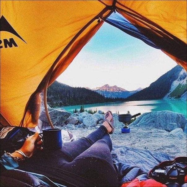 Утренние виды из палатки, от которых захватывает дух: ↪ Кто в поход на майские?
