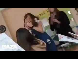 Учительница английского языка из Красноярска избила двух девочек