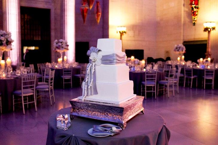 lTgixH6zkxs - Золотые и серебряные свадебные торты 2016 (70 фото)
