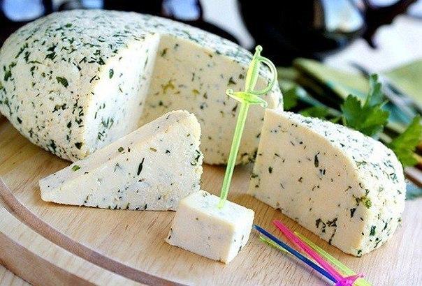 Домашний сыр с зеленью и тмином!