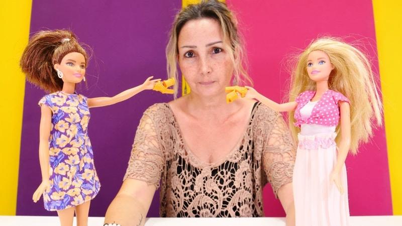 Özgenin mağazası. Barbie ayakkabıyı paylaşamıyor. Alışveriş yapma